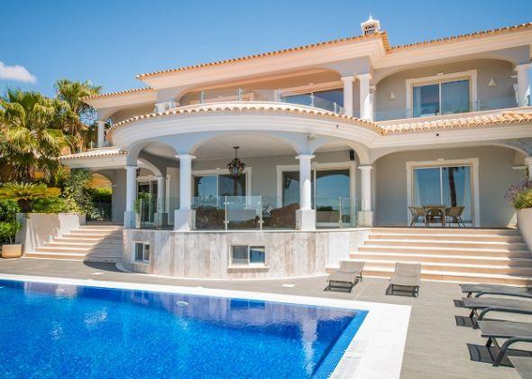 Villa Bluetique