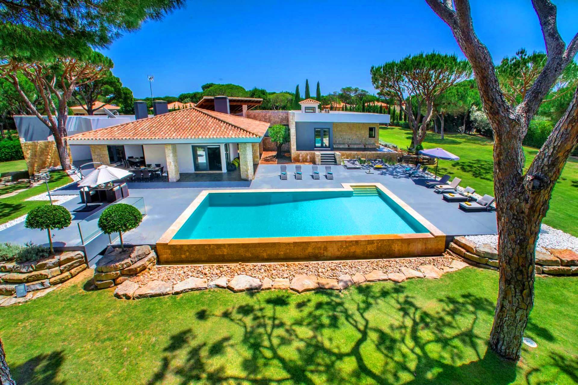 Villa Ampola