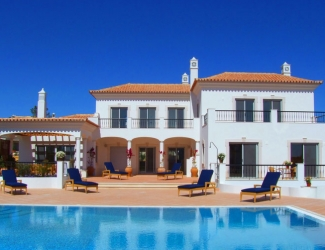 Luxury 4 Bed Villa with Sea Views