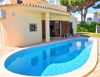 4 Bed with Pool