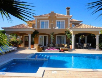 Luxury 5 Bed Villa with Games Room