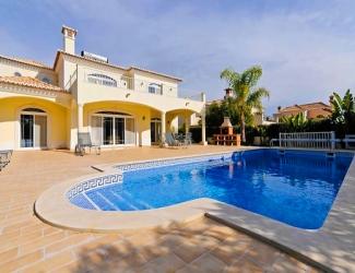 Delightful 4 Bed Villa
