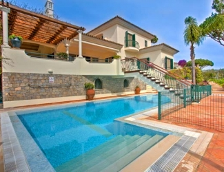 5 Bedroom Villa with Fenced Pool