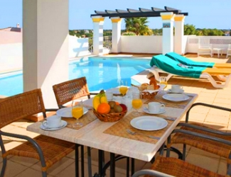 2 Bed Apt with Private Pool