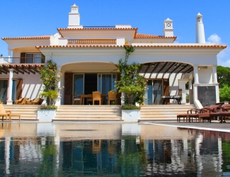 Luxury 4 Bed Villa with Pool