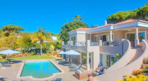 4 Bed Villa with Fenced Pool