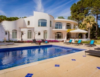 Spacious 6 or 8 Bed Villa