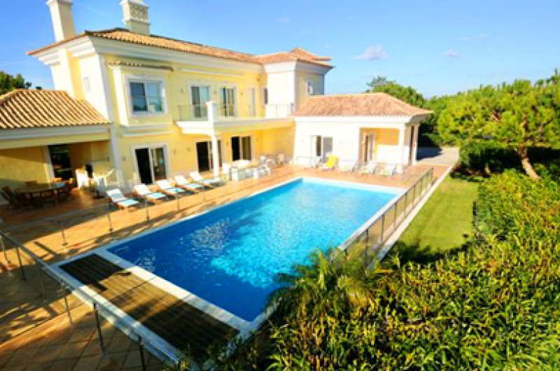 Luxury Villa with Fenced Pool