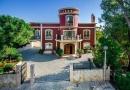 Luxury Beachside Villa