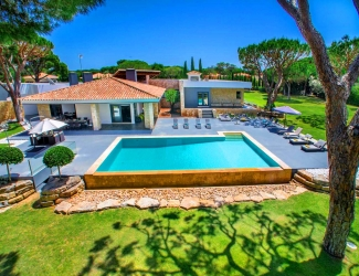 9 Bed Holiday Villa