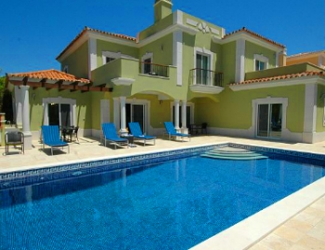 4/5 Bed Villa with Fenced Pool